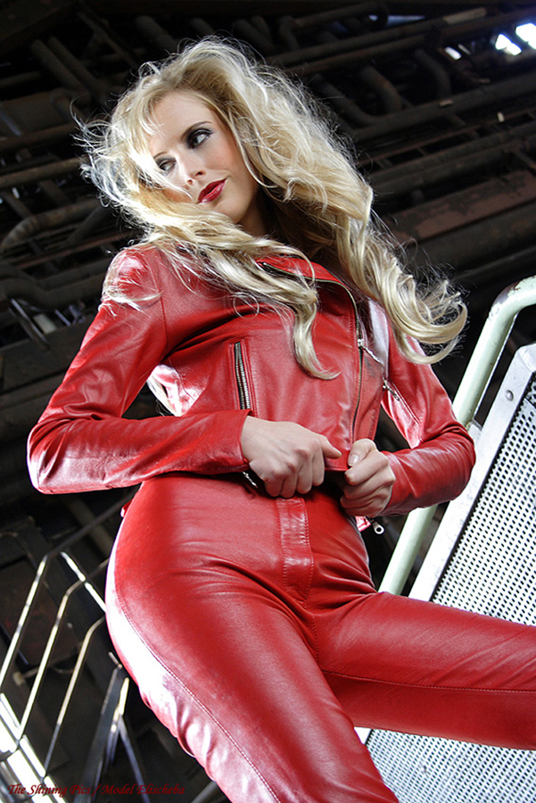 elischeba-red-leather-shooting