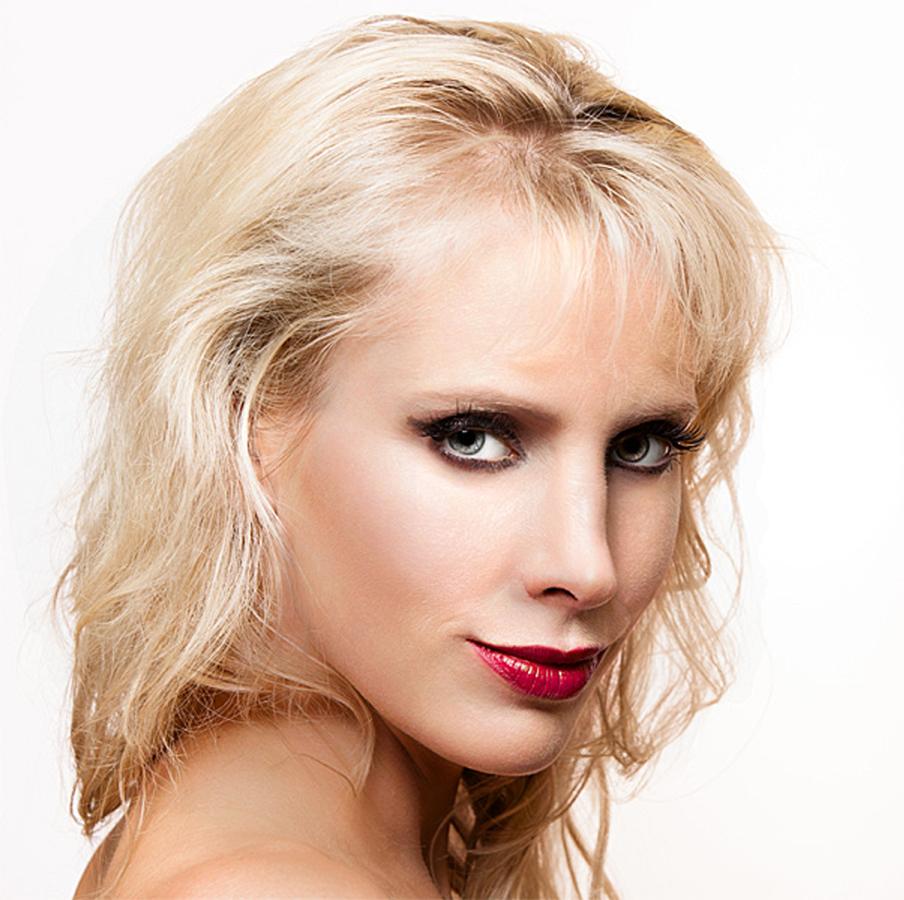 elischebas-sexy-look-portrait